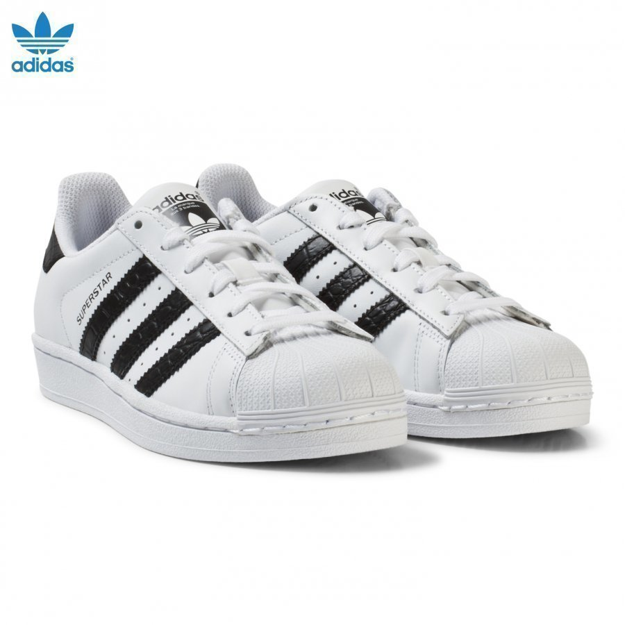 Adidas Originals White And Black Junior Superstar Trainers Lenkkarit