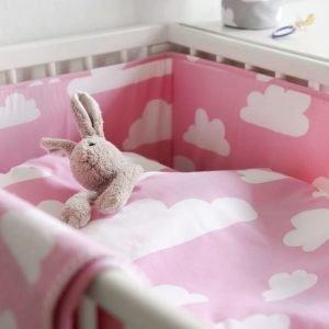 Färg & form Moln Pinnansängynsuoja Pinkki